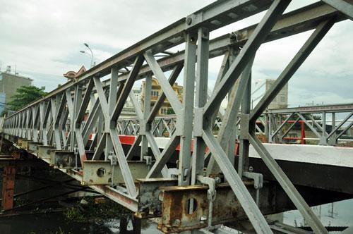 Cận cảnh 2 cầu thép tiền tỷ xây trong 16 ngày ở Sài Gòn - 4