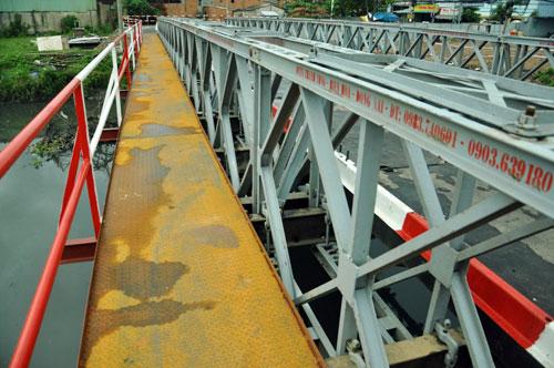 Cận cảnh 2 cầu thép tiền tỷ xây trong 16 ngày ở Sài Gòn - 7