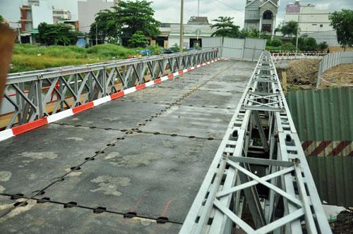 Cận cảnh 2 cầu thép tiền tỷ xây trong 16 ngày ở Sài Gòn - 2