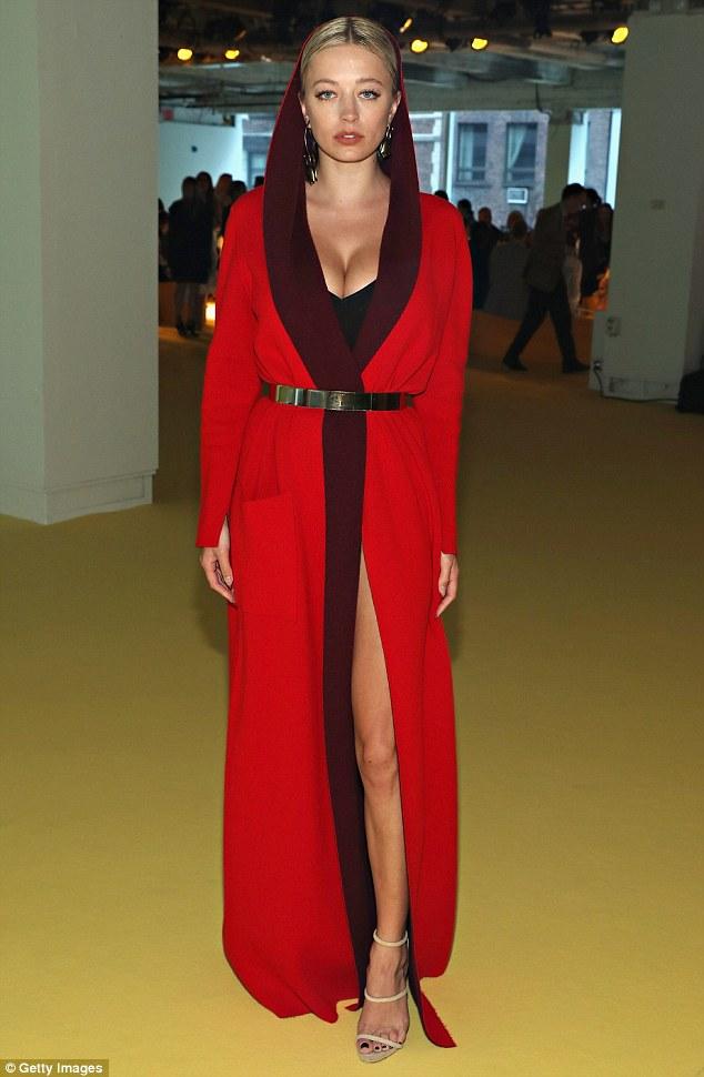 Mỹ nhân khoe thân hình gợi cảm tại New York Fashion Week - 4