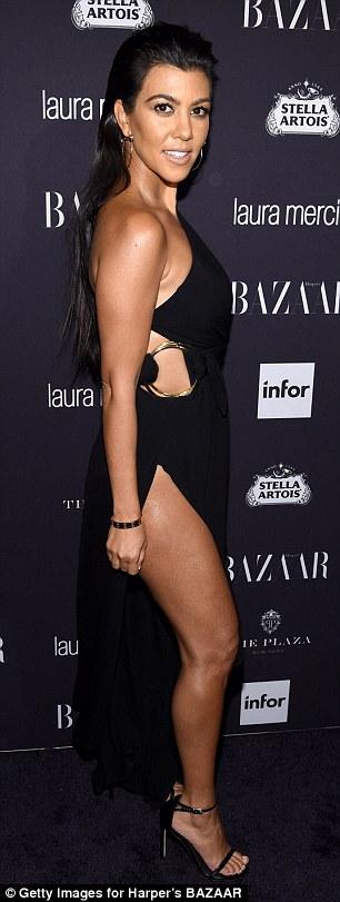 Mỹ nhân khoe thân hình gợi cảm tại New York Fashion Week - 7