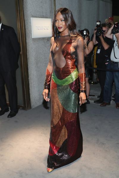 Mỹ nhân khoe thân hình gợi cảm tại New York Fashion Week - 15