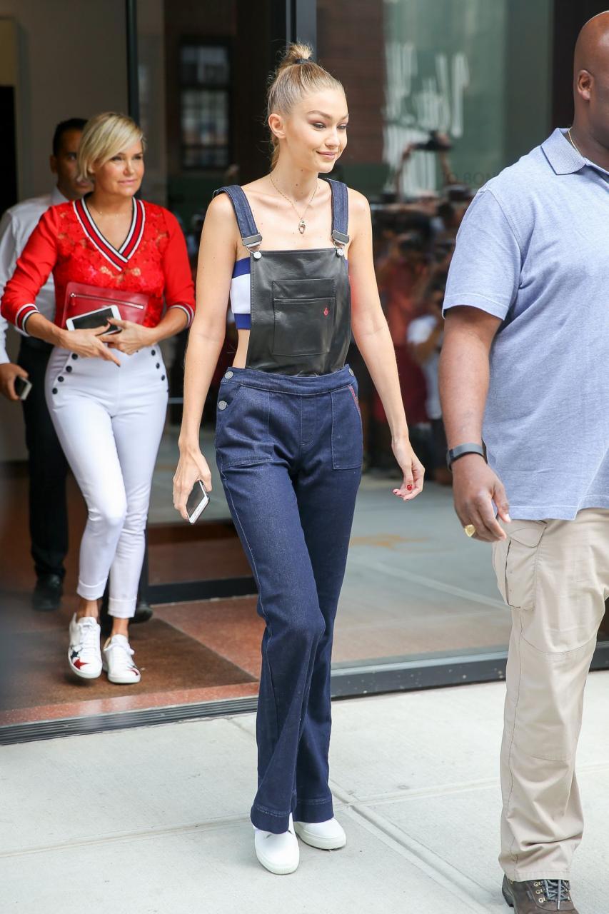Mỹ nhân khoe thân hình gợi cảm tại New York Fashion Week - 18