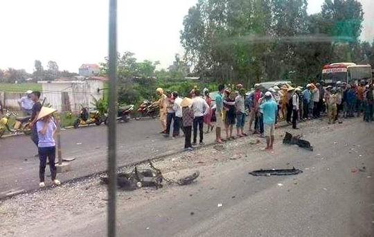 Ô tô lấn làn tông chết 2 nữ sinh, 1 nữ sinh bị thương - 1