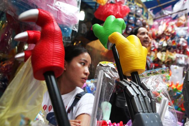Đồ chơi kinh dị tràn lan chợ trung thu phố cổ - 5