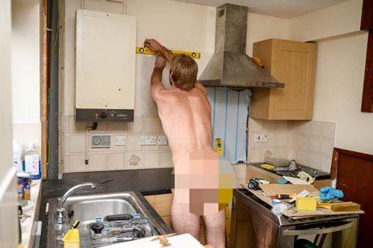 Chàng thợ mộc đẹp trai, chuyên khỏa thân sửa nhà ở Anh - 2