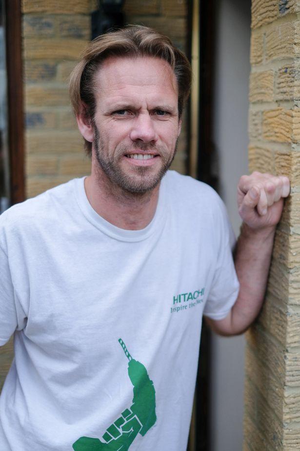 Chàng thợ mộc đẹp trai, chuyên khỏa thân sửa nhà ở Anh - 4