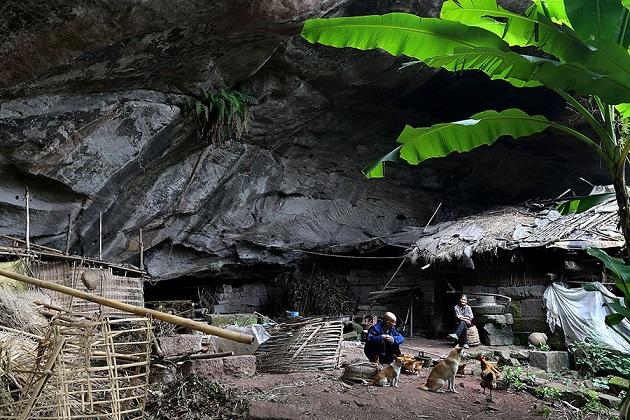 TQ: Cặp vợ chồng sống trong hang suốt 54 năm - 2