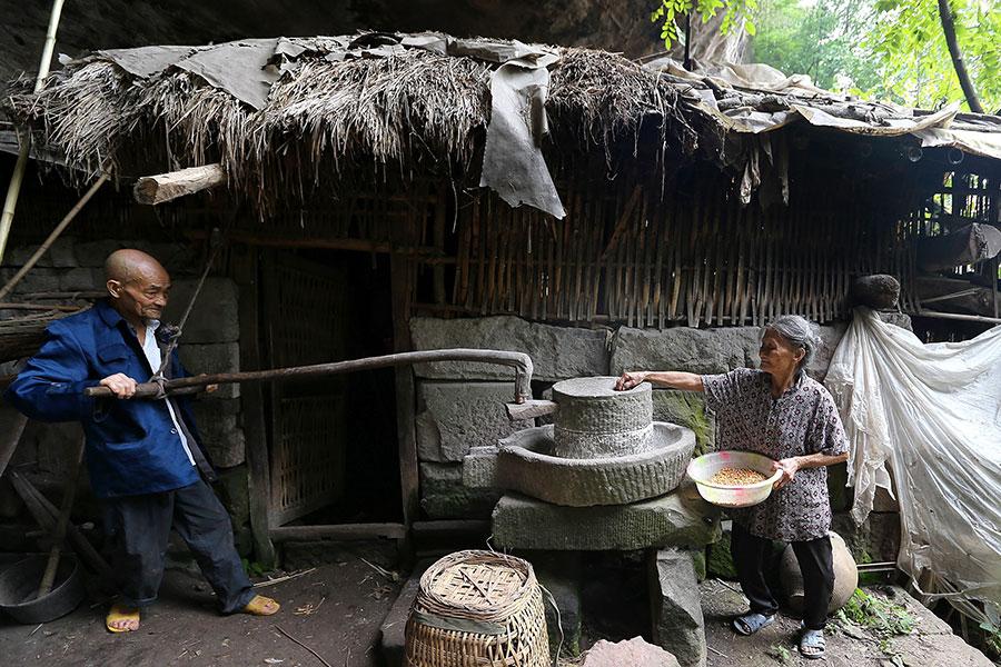 TQ: Cặp vợ chồng sống trong hang suốt 54 năm - 6