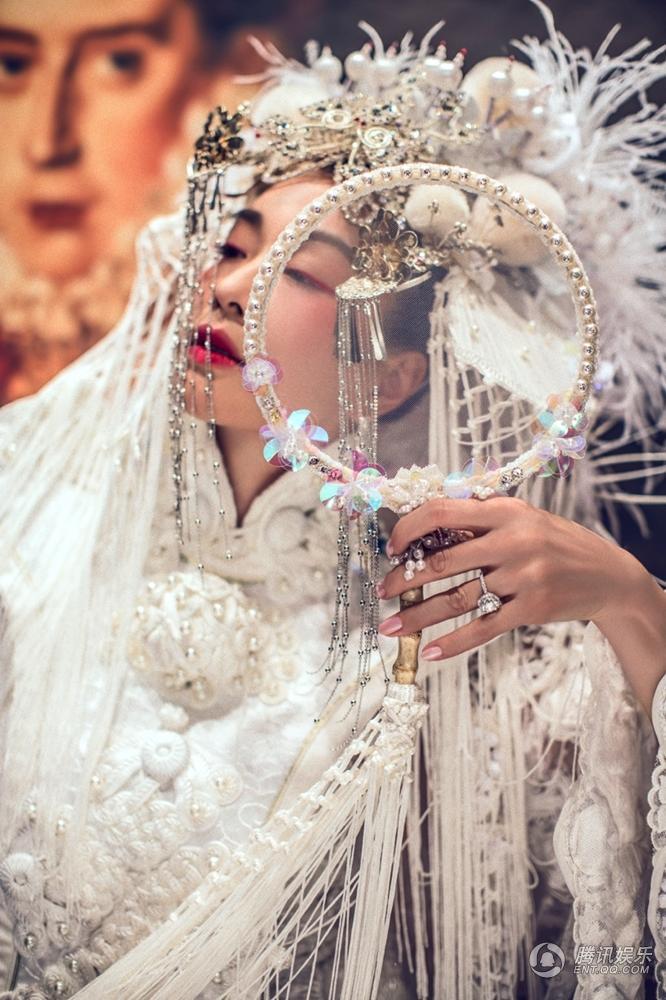 """Ảnh cưới đẹp lạ của """"bom sex"""" Chung Lệ Đề - 7"""