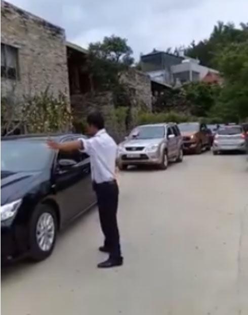 Choáng màn rước dâu 100 xe ô tô của cặp đôi Sơn La - 2