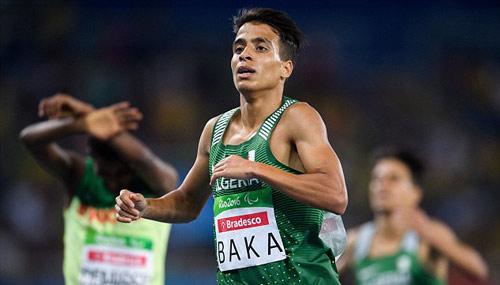 Sốc: VĐV khuyết tật chạy nhanh hơn nhà vô địch Olympic - 2