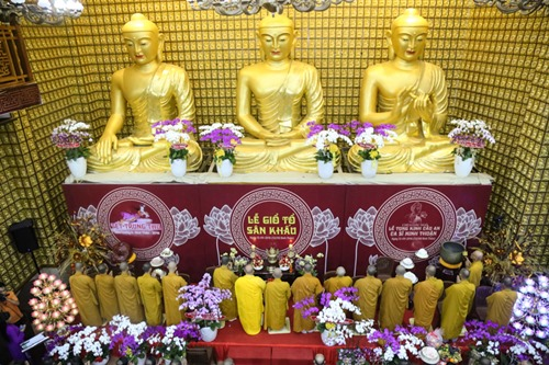 Sao Việt làm lễ cầu an cho Minh Thuận đúng ngày sinh nhật - 7