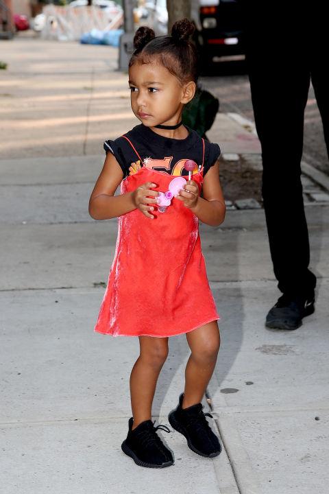 Ngẩn ngơ ngắm đồ hiệu của công chúa nhà Kim Kardashian - 1