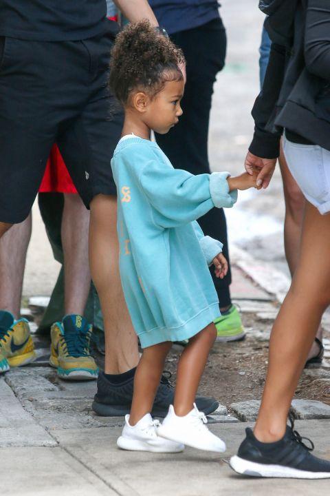Ngẩn ngơ ngắm đồ hiệu của công chúa nhà Kim Kardashian - 4