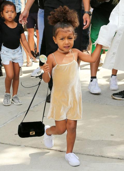 Ngẩn ngơ ngắm đồ hiệu của công chúa nhà Kim Kardashian - 6