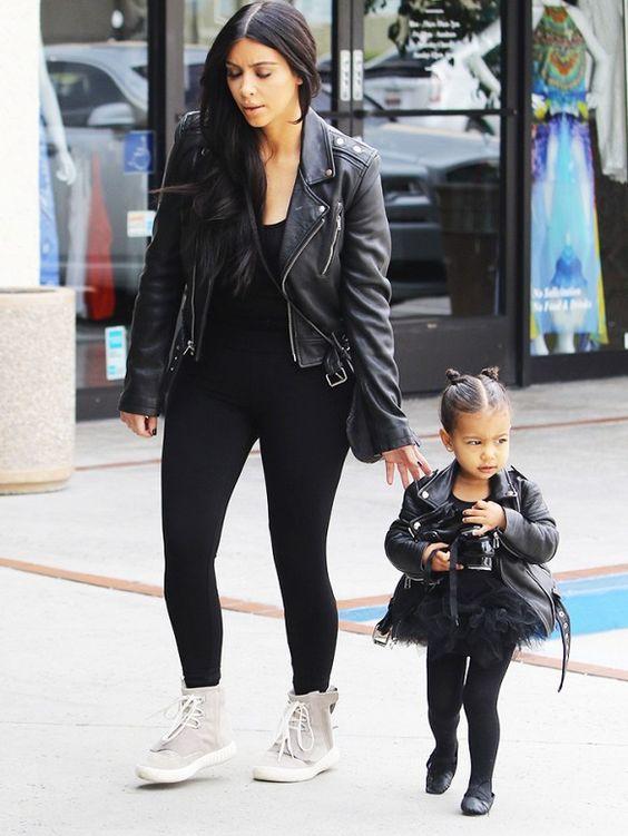 """Gu thời trang """"tông xuyệt tông"""" của mẹ con Kim Kardashian - 4"""