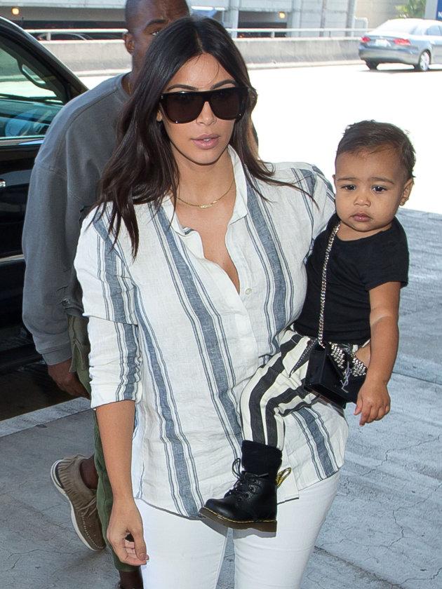 """Gu thời trang """"tông xuyệt tông"""" của mẹ con Kim Kardashian - 6"""