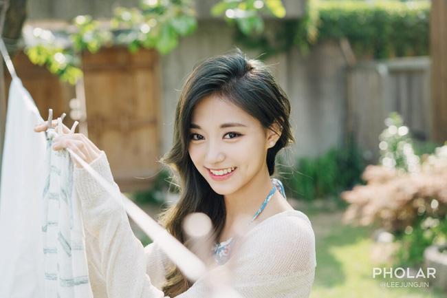 """Vẻ đẹp nghiêng thành của """"nữ thần nhan sắc mới xứ Hàn"""" - 4"""