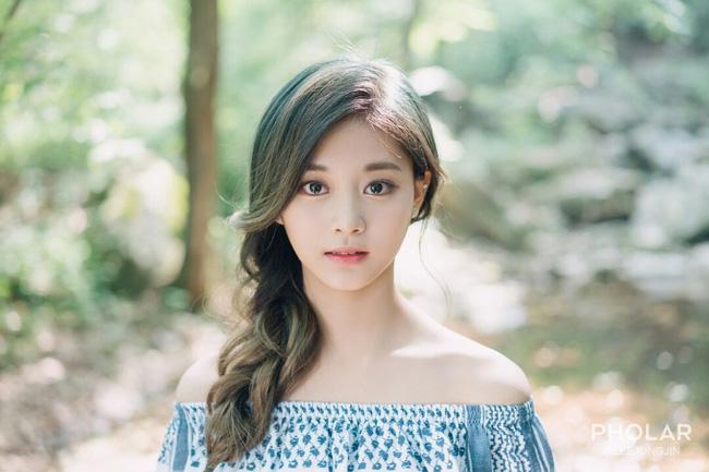 """Vẻ đẹp nghiêng thành của """"nữ thần nhan sắc mới xứ Hàn"""" - 7"""
