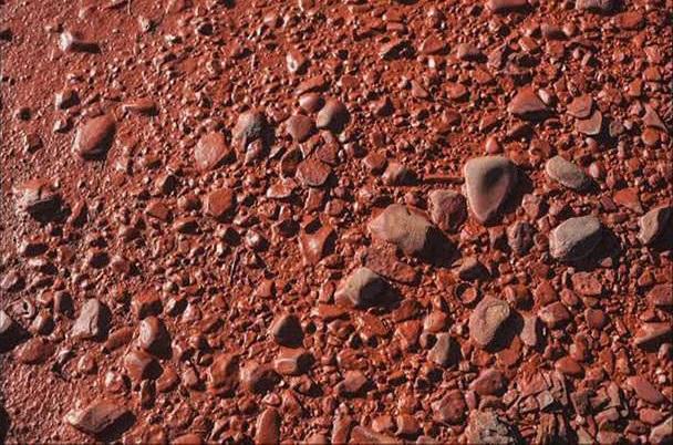 Lý do sông chuyển màu đỏ lòm như máu bí ẩn ở Nga - 3
