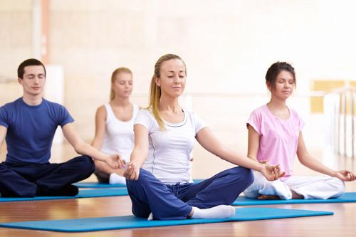 Tập luyện yoga có giúp điều trị mụn trứng cá? - 1