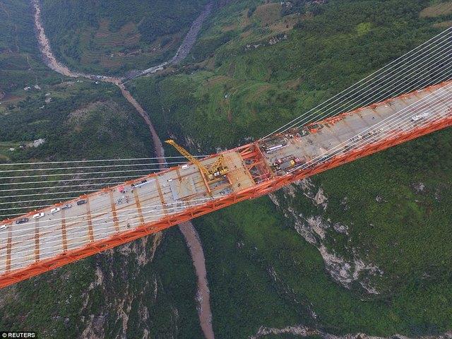 TQ lắp xong cầu cao nhất thế giới cách mặt đất 560m - 2