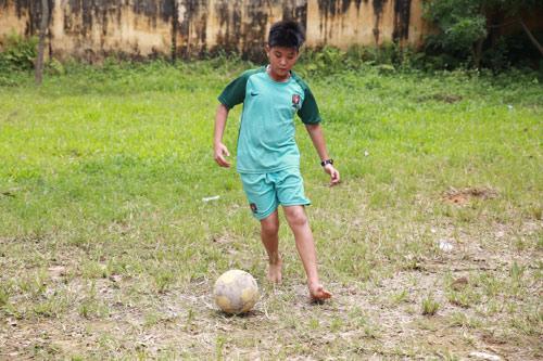 Từ tình yêu bóng đá đến ước mơ là cầu thủ quốc gia - 5