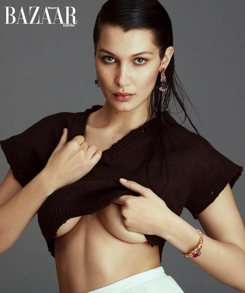 Bella Hadid hờ hững khoe ngực trên tạp chí Flare - 1