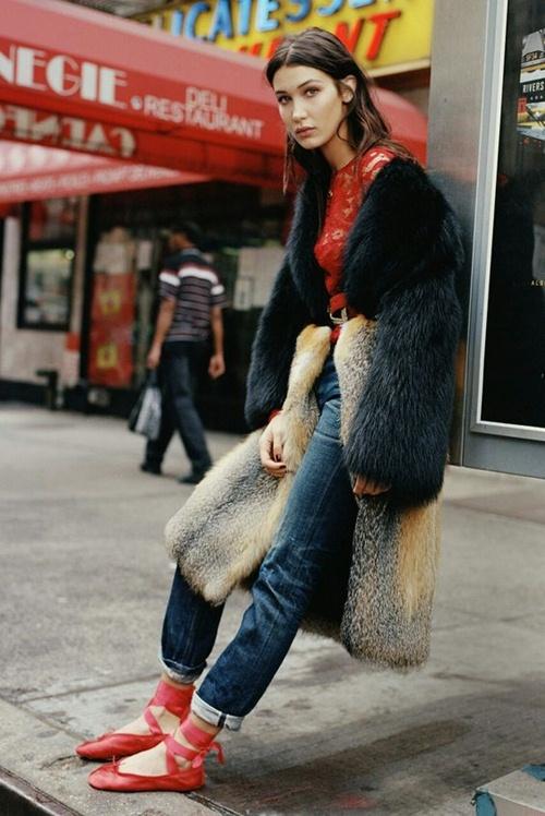 Bella Hadid hờ hững khoe ngực trên tạp chí Flare - 13