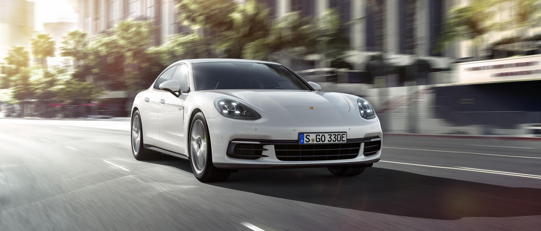 Porsche Panamera E-Hybrid sẽ ra mắt tại Paris Motor Show 2016 - 2