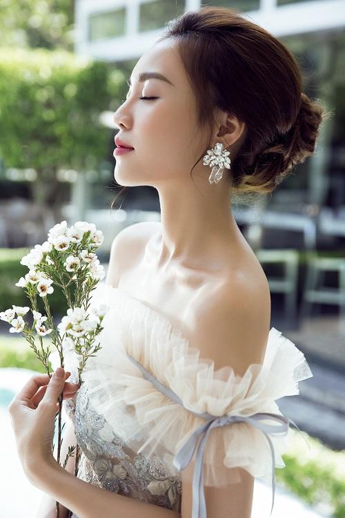 Ninh Dương Lan Ngọc khoe vai trần gợi cảm - 3
