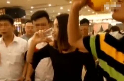 TQ: Phù dâu chết thảm vì uống quá nhiều rượu - 1