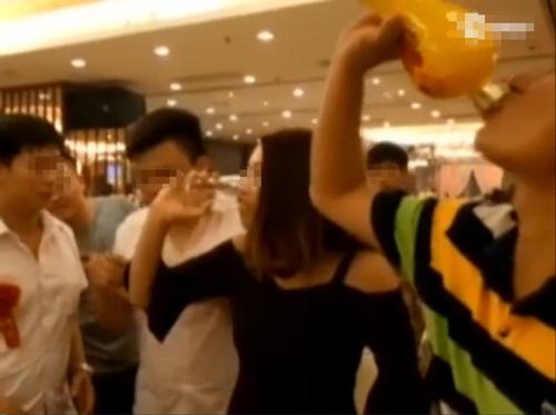 TQ: Phù dâu chết thảm vì uống quá nhiều rượu - 2