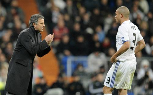 MU: Hàng thủ kém cỏi ở derby, Mourinho tính mua Pepe - 1
