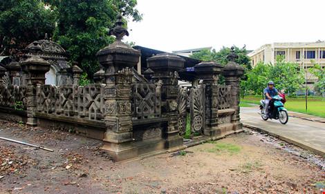 Choáng ngợp ngôi mộ cổ kiến trúc Pháp giữa lòng Sài Gòn - 1