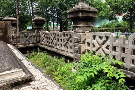 Choáng ngợp ngôi mộ cổ kiến trúc Pháp giữa lòng Sài Gòn - 10