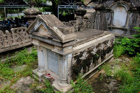 Choáng ngợp ngôi mộ cổ kiến trúc Pháp giữa lòng Sài Gòn - 3