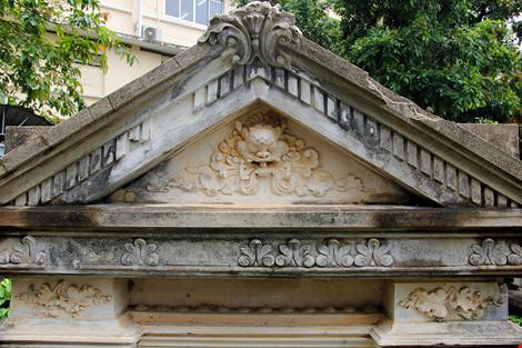 Choáng ngợp ngôi mộ cổ kiến trúc Pháp giữa lòng Sài Gòn - 4