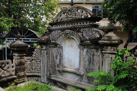 Choáng ngợp ngôi mộ cổ kiến trúc Pháp giữa lòng Sài Gòn - 7