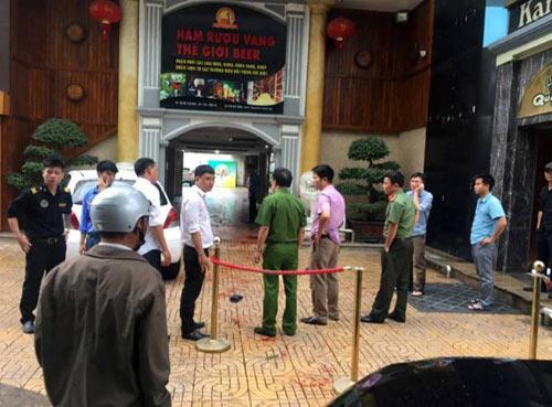 Nghệ An: Hỗn chiến, nổ súng kinh hoàng tại quán karaoke - 1