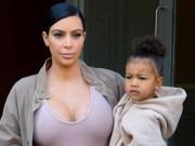 """Thời trang - Gu thời trang """"tông xuyệt tông"""" của mẹ con Kim Kardashian"""