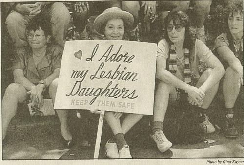 Bà mẹ Mỹ suốt 30 năm biểu tình ủng hộ con gái đồng tính - 1