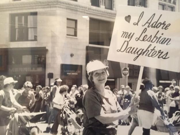 Bà mẹ Mỹ suốt 30 năm biểu tình ủng hộ con gái đồng tính - 2