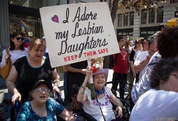 Bà mẹ Mỹ suốt 30 năm biểu tình ủng hộ con gái đồng tính - 5