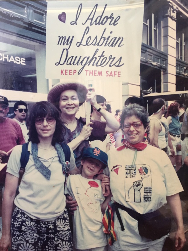 Bà mẹ Mỹ suốt 30 năm biểu tình ủng hộ con gái đồng tính - 3