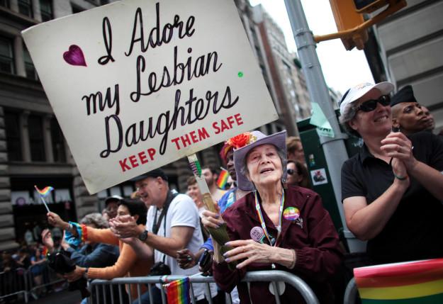Bà mẹ Mỹ suốt 30 năm biểu tình ủng hộ con gái đồng tính - 4