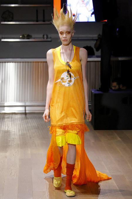 Hết hồn với những thiết kế kì dị tại New York Fashion Week - 2