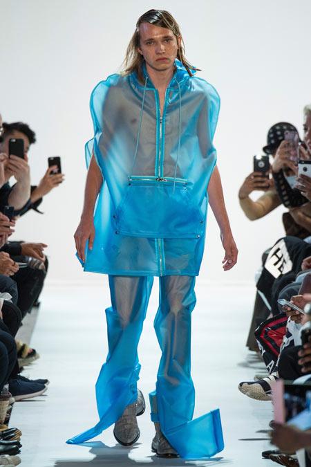 Hết hồn với những thiết kế kì dị tại New York Fashion Week - 1