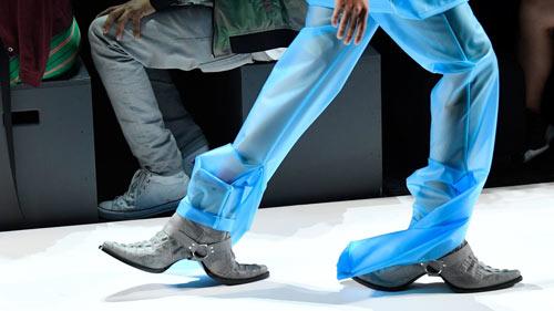 Hết hồn với những thiết kế kì dị tại New York Fashion Week - 6